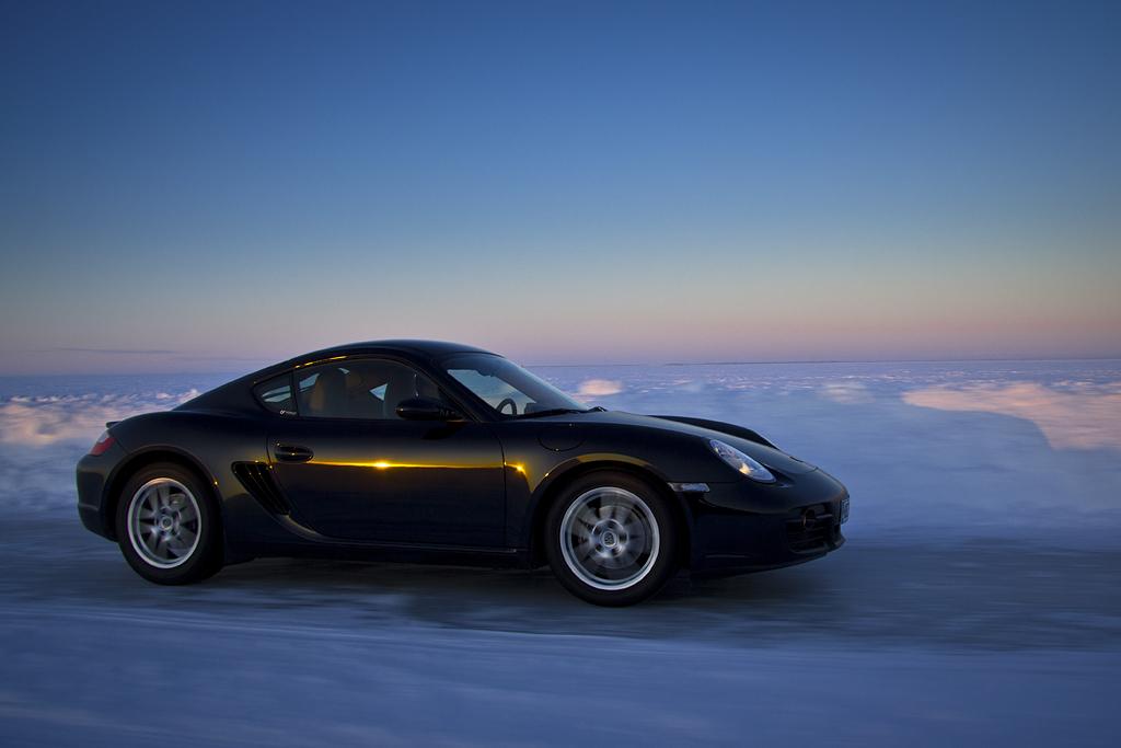 http://ovp.fi/./random/10.2.2011_Oulunsalo_Porsche_Cayman10.jpg