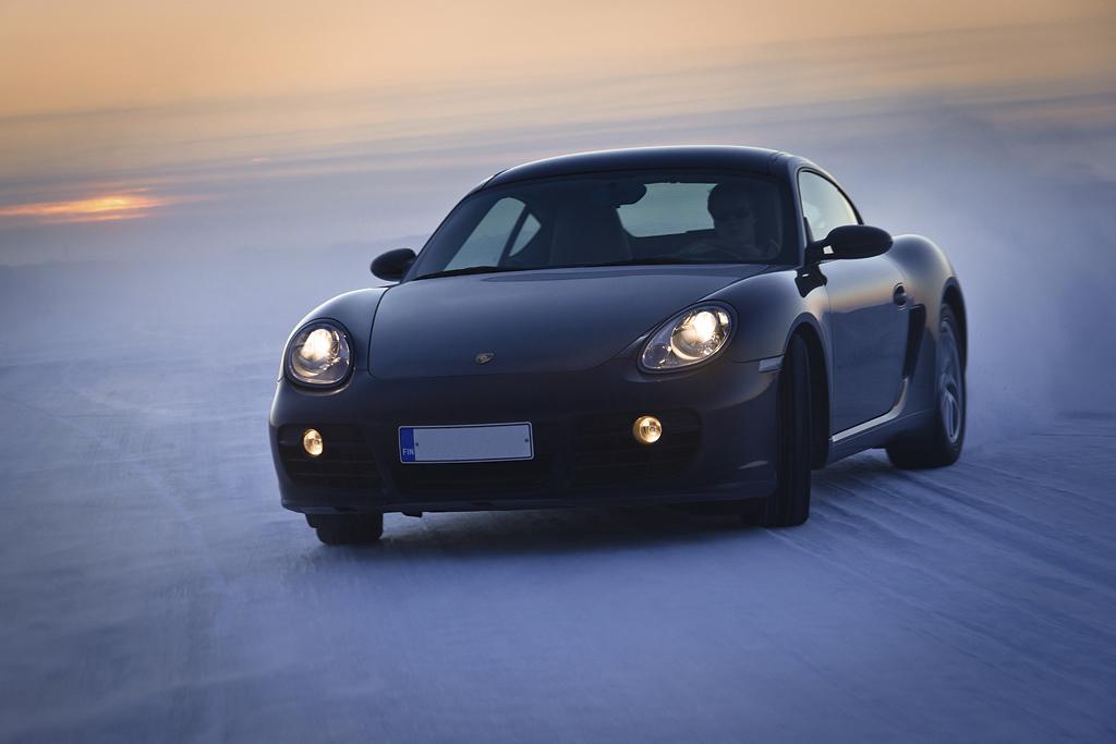 http://ovp.fi/./random/10.2.2011_Oulunsalo_Porsche_Cayman26.jpg