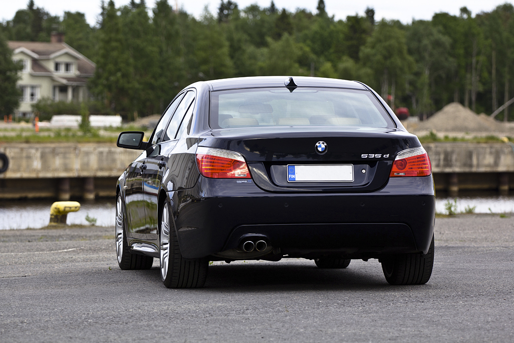 http://ovp.fi/./random/12.6.2011_Oulu_BMW_E60_535d37.jpg
