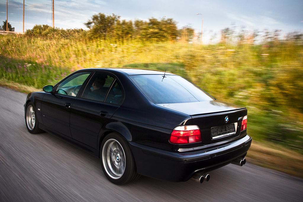 http://ovp.fi/./random/27.7.2009_Oulu_BMW_E39_M5_92.jpg